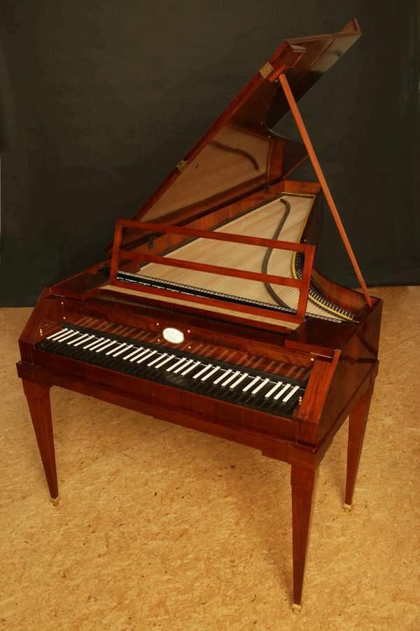 1805年頃製造されたピアノを復元
