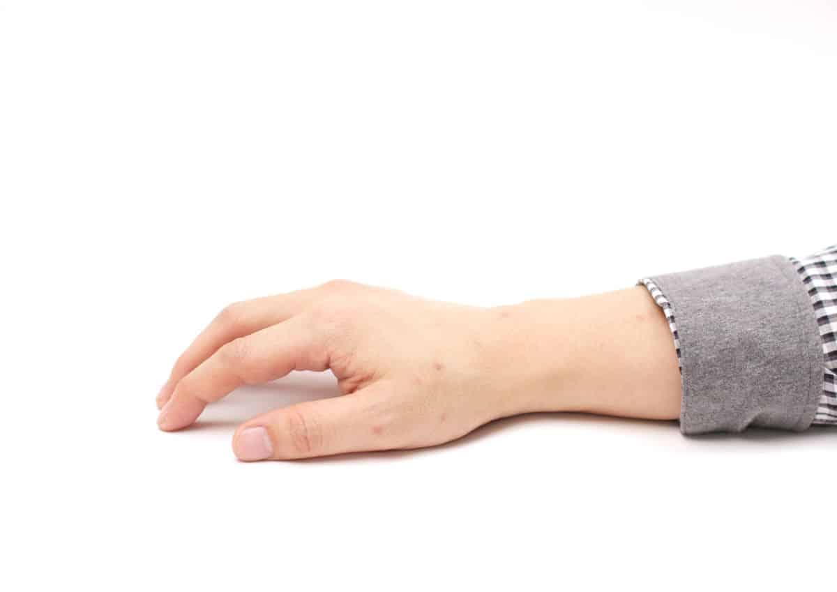 ピアノを弾くときの手の形の作り...