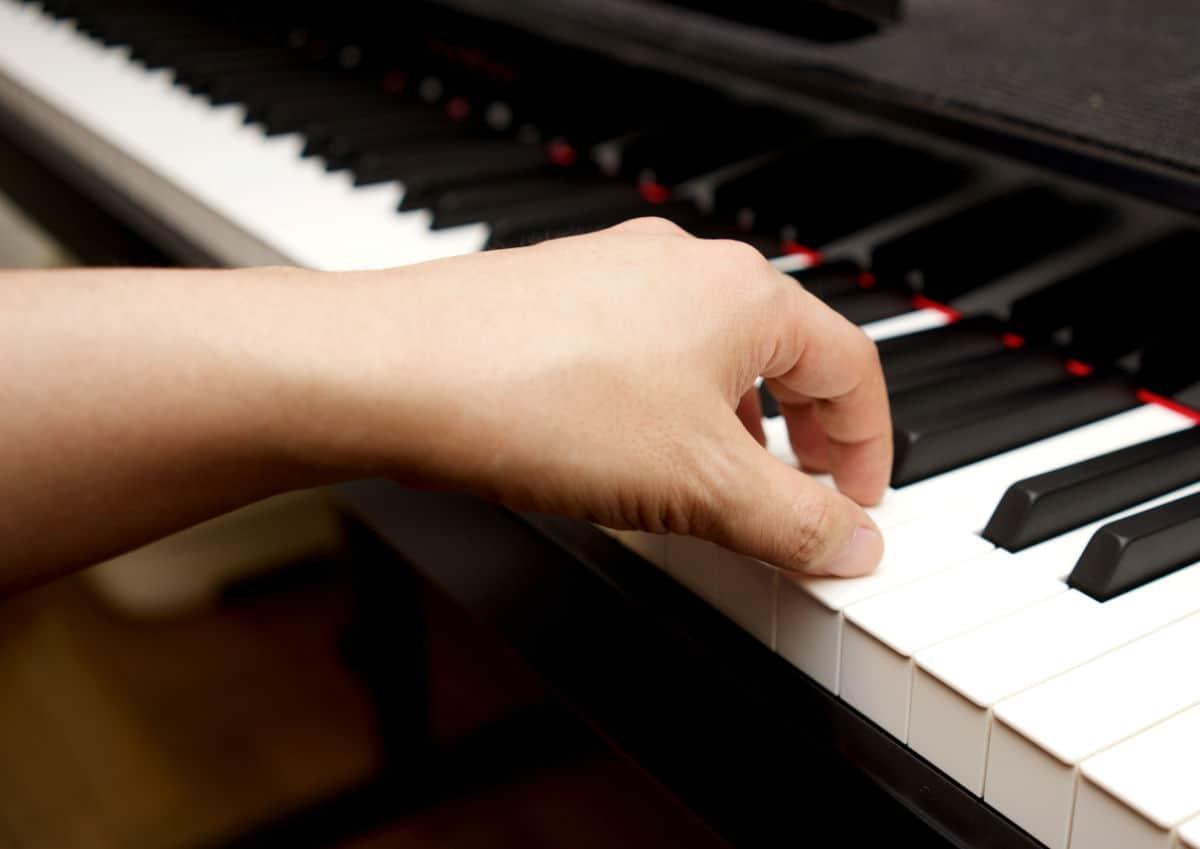 piano-hand-wrist-on-piano